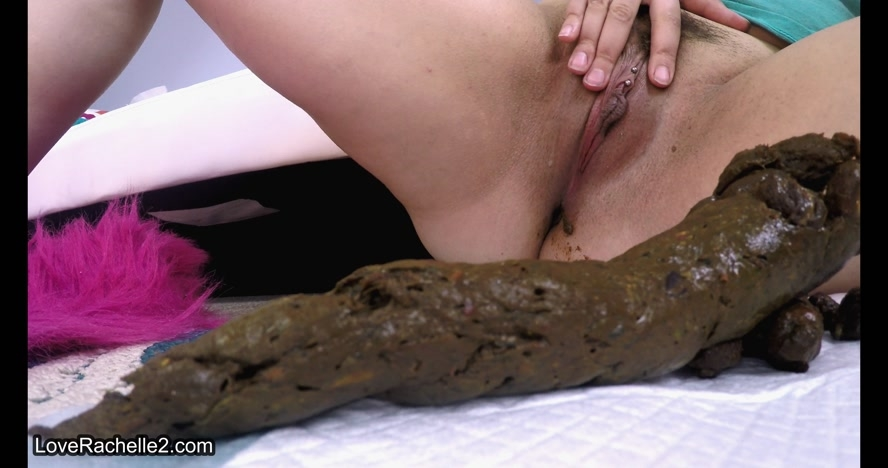 Watch Me PUSH Super Long & Thick Turds - UltraHD/4K 4096x2160 - (Actress: LoveRachelle2 2017)