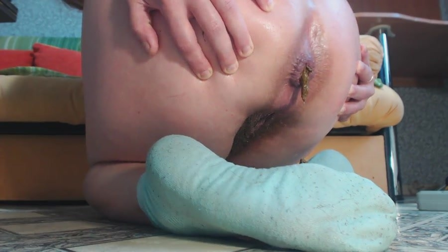 On Blue Socks Shitting - HD 720p MPEG-4 Video 1280x720 30.000 FPS 695 kb/s - (Actress: DirtyBarbara 2018)