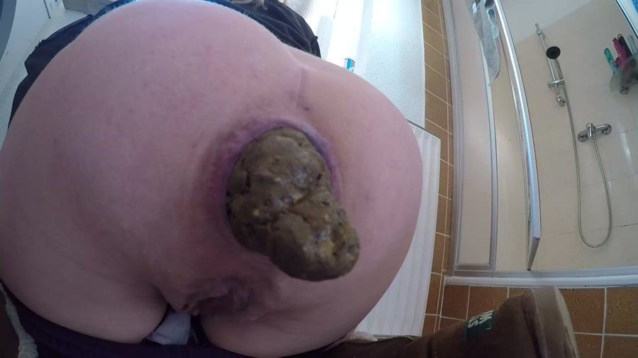 Huge turds - FullHD Quality MPEG-4 Video 1920x1080 29.970 FPS 5933 kb/s - (Actress: Mia Roxxx 2018)
