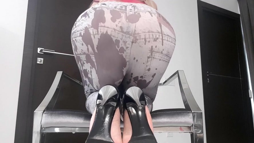 Huge Bulge In Tights - FullHD 1920x1080 - (Actress: thefartbabes 2019)