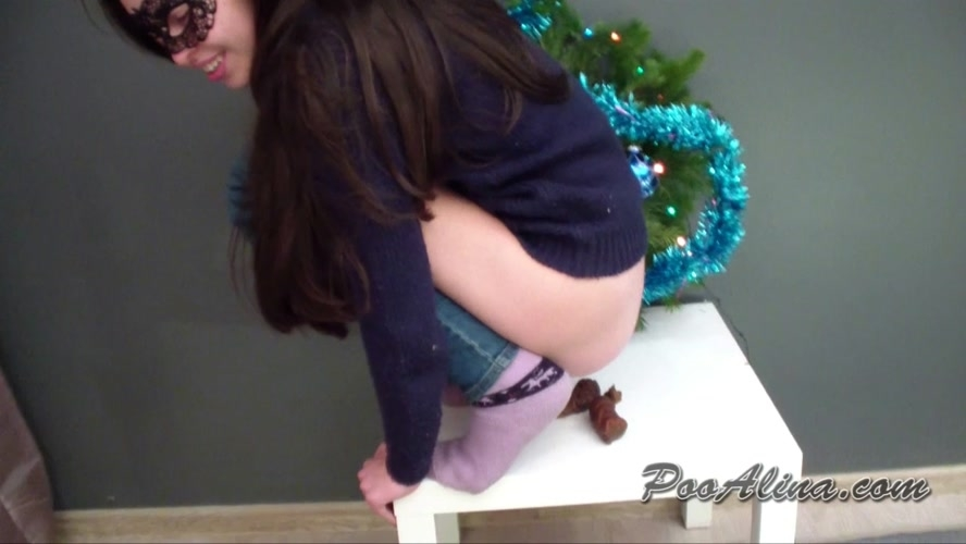 Christmas pooping  - HD 1280x720 - (Actress: Alina 2019)