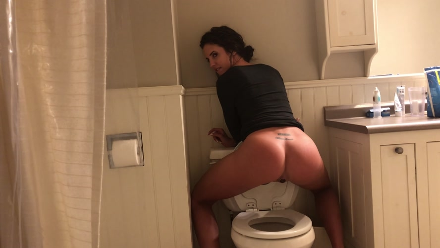 Constipated toilet poop - UltraHD/4K 3840x2160 - (Actress: TinaAmazon 2020)