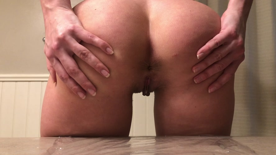 Black leggings tease counter poop - UltraHD/4K 3840x2160 - (Actress: TinaAmazon  2020)