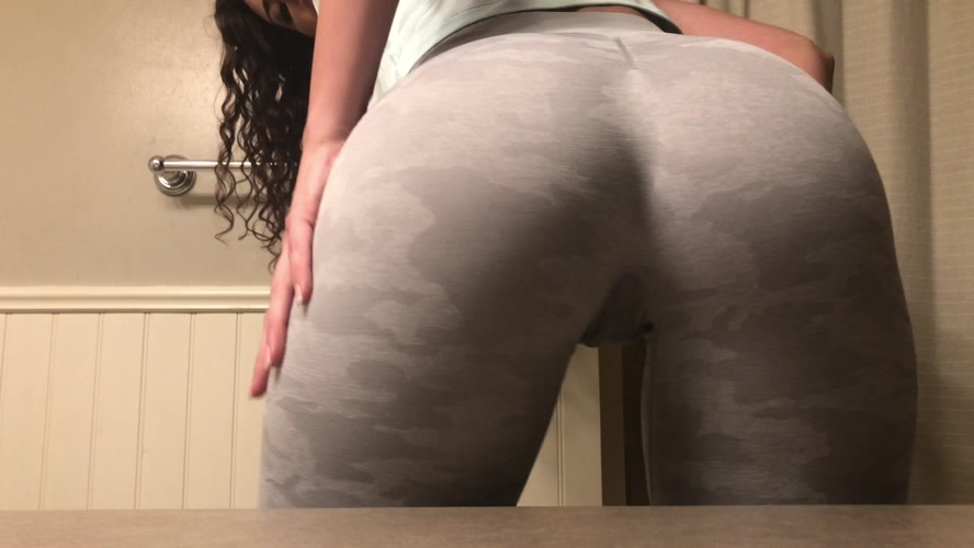 leggings squat workout panty poop - UltraHD/4K 3840x2160 - (Actress: TinaAmazon  2020)