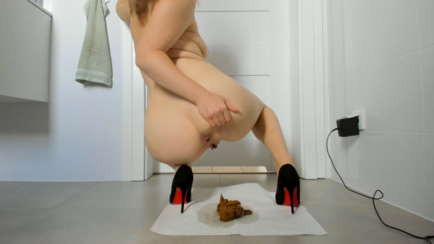 Young sexy lady shitting in high heels - UltraHD/4K 3840x2160