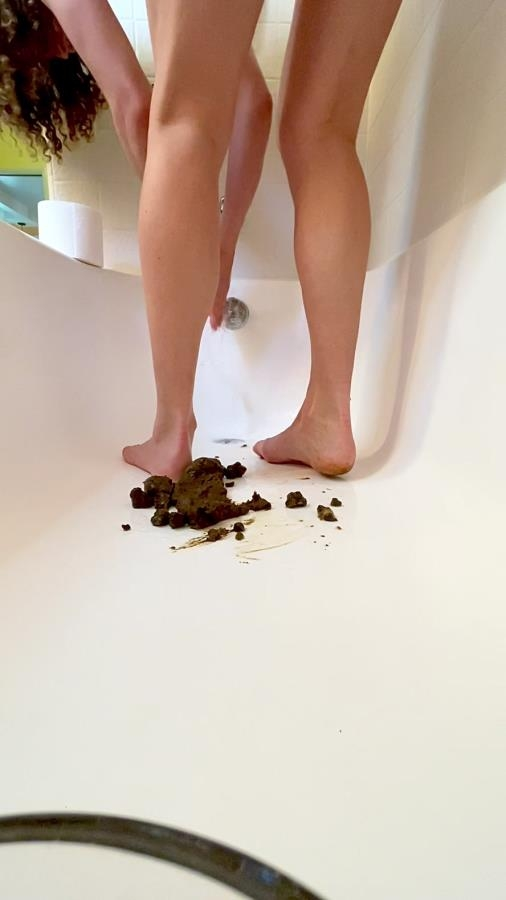 Poop on my feet in tub - UltraHD/2K 1080x1920 - (Actress: VibeWithMolly  2020)