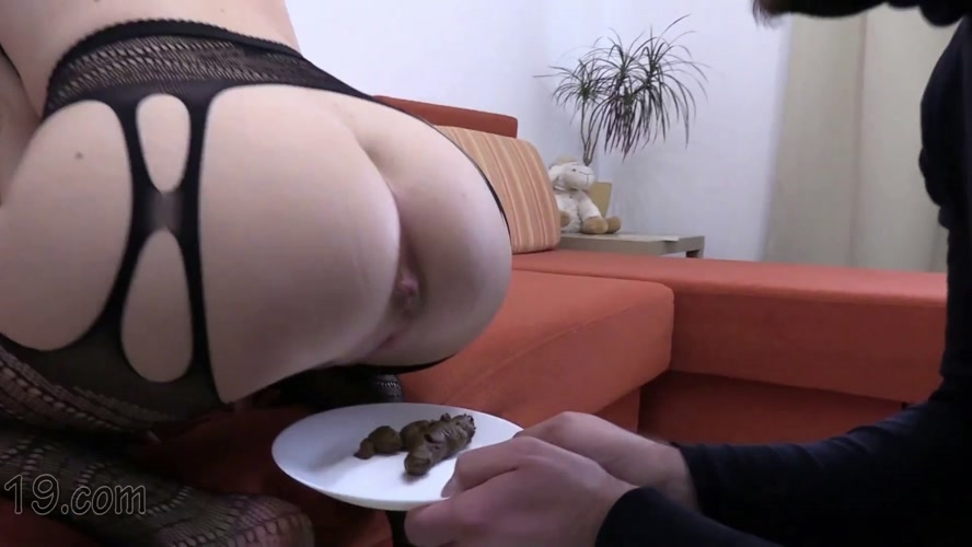 21-year-old Milana dances and pooping close-ups - FullHD 1920x1080 - (Actress: MilanaSmelly 2020)
